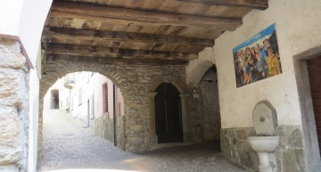 Uno dei sottopassi medioevali dell'antico borgo di Margno Valsassina